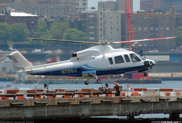 Sikorsky S-76 (N700J)