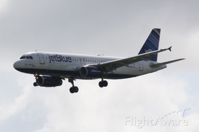 "Airbus A320 (N639JB) - JetBlue Flight 341 ""A Little Blue Will Do"" (N639JB) on approach to Sarasota-Bradenton International Airport following a flight from John F Kennedy International Airport"