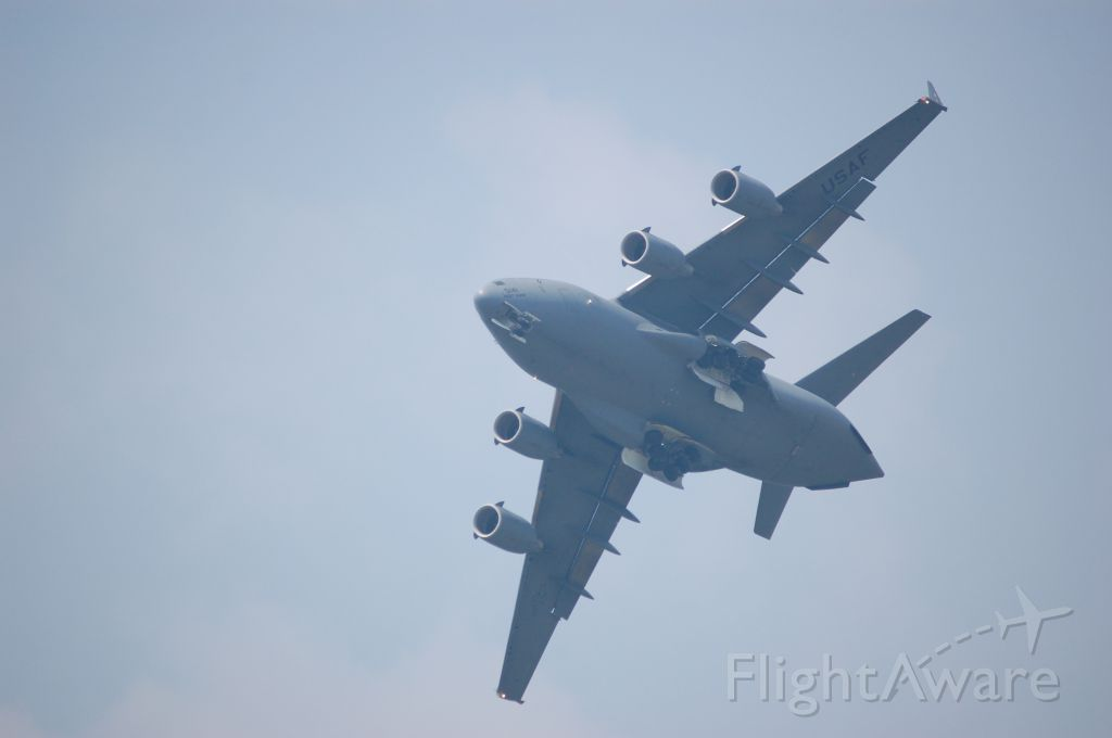 Boeing Globemaster III — - C17 at YNG Airshow Aug 2009 MEANING BUSINESS!
