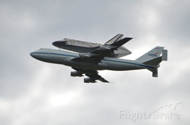 Boeing 747-200 (N905NA) - N905NA with Discovery during flyby of Smithsonian Udvar-Hazy center at KAID 4/17/2012.