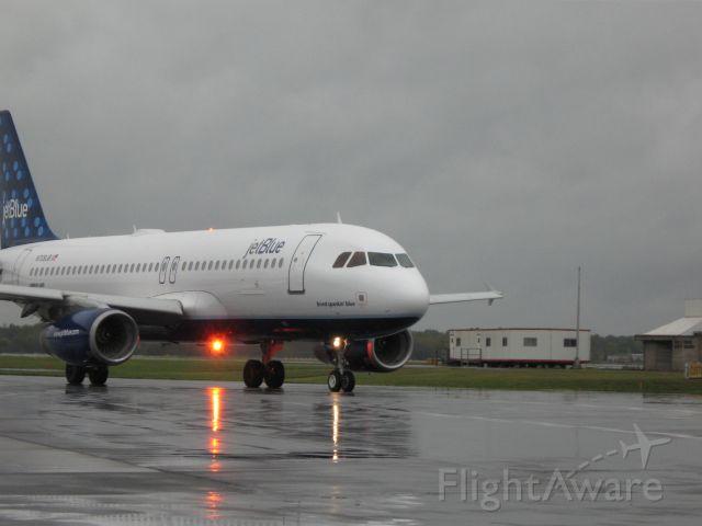 Airbus A320 — - jetBlue A320