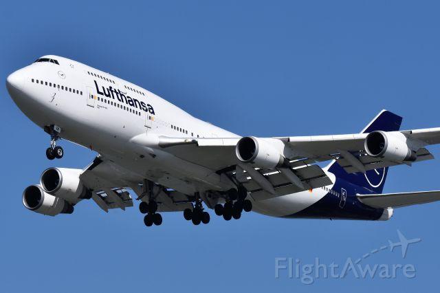 Boeing 747-400 (D-ABVM) - Lufthansa Boeing 747-430 arriving at YVR 0n Sept 4.