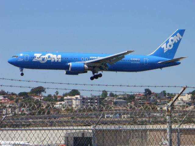 BOEING 767-300 (G-UKZM) - Zoom