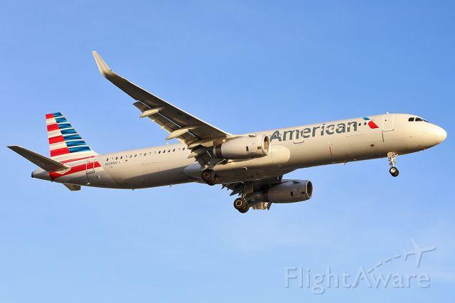 Airbus A321 (N109NN) - Landing.