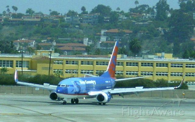 Boeing 737-700 (N711SY)
