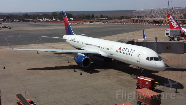 Boeing 757-200 (N712TW)
