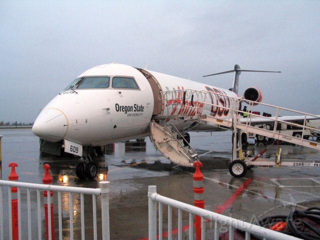 Canadair Regional Jet CRJ-700 (N609QX)