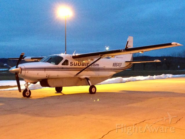 Cessna Caravan (N864SF) - Getting ready for the mail flight SUB22 and SUB21