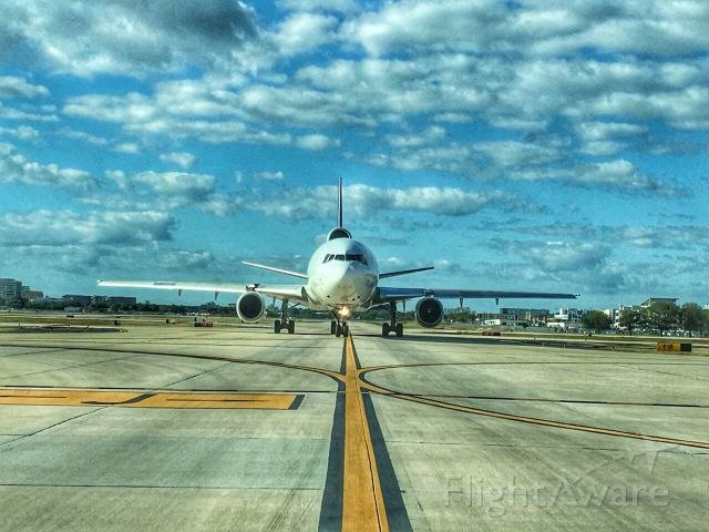 McDonnell Douglas DC-10 — - Stare down with a FedEx DC10.