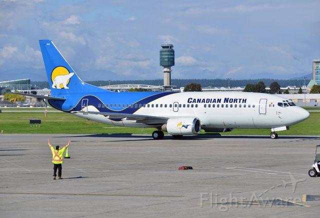Boeing 737-700 (C-GCNK)