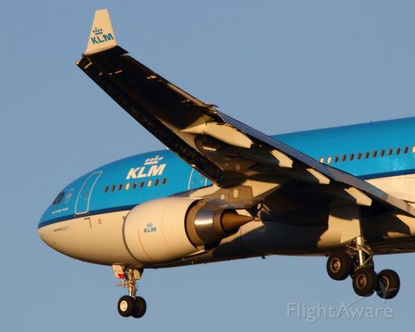 Airbus A330-200 (PH-AOM) - KLM Royal Dutch Airlines Piazza San Marco - Venezia