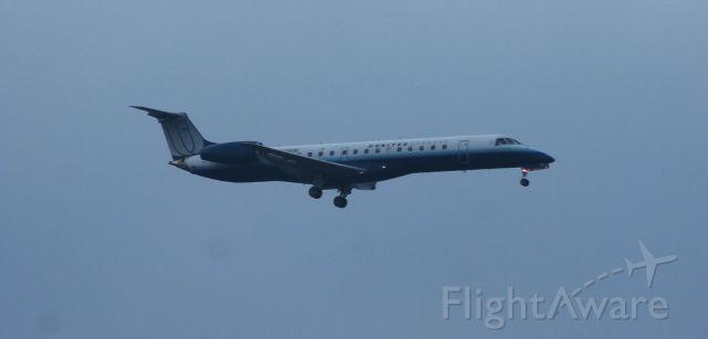 Embraer ERJ-145 (N838HK) - Trans States ERJ-145 on final for runway 28.