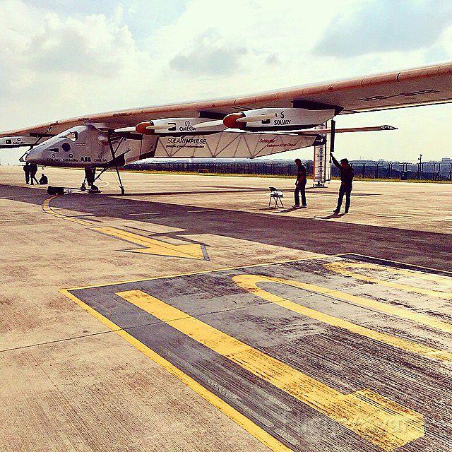 — — - SolarImpulse in Chongqing China 08 APR 2015