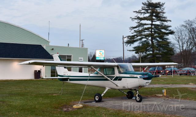 Cessna 152 (N49527) - Cessna 152 N49527 in Toledo Suburban Airport
