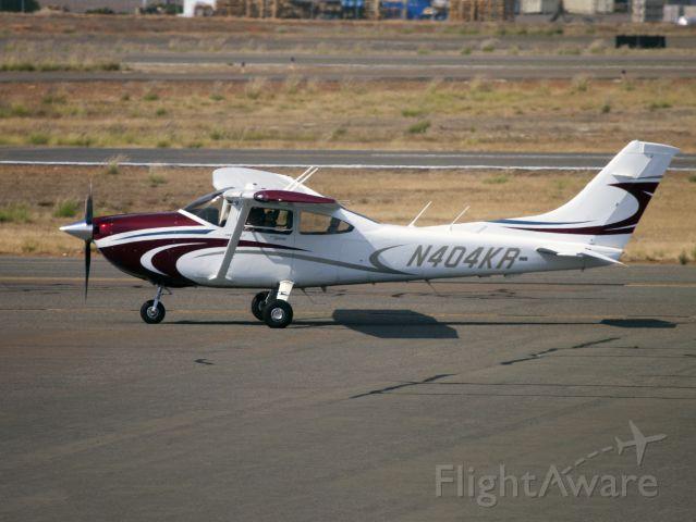 Cessna Skylane (N404KR) - The Skylane is a very good personal travel aircraft.