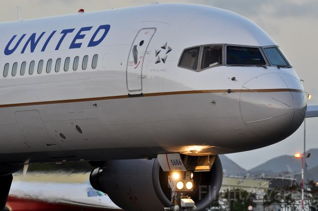 Boeing 757-200 (N586UA)