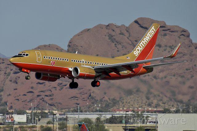 Boeing 737-700 (N767SW) - 11/5/2005