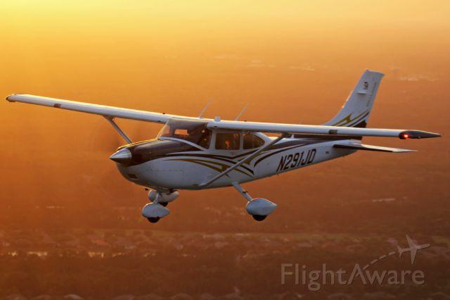 Cessna Skylane (N291JD) - Off the coast of Daytona Beach getting some aerial photos of JD.