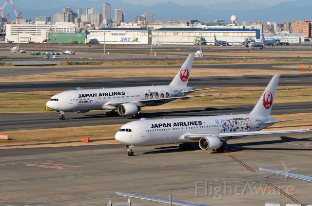 BOEING 767-300 (JA656J) - 2012/12/26