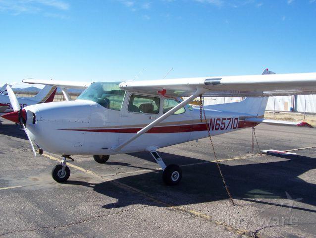 Cessna Skyhawk (N65710)