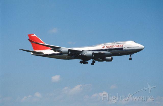Boeing 747-400 (N664US) - Final Approach to Narita Intl Airport Rwy16 on 1989/07/22