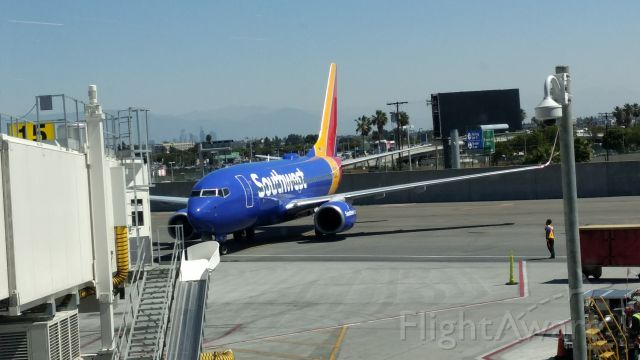 Boeing 737-700 (N565WN) - Pulling into Terminal 1 Gate 15 at LAX, arriving from KMSY, New Orleans