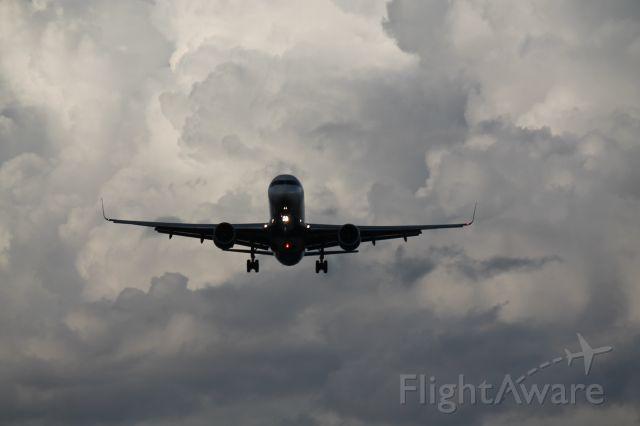 — — - B-757 taken at KMCO
