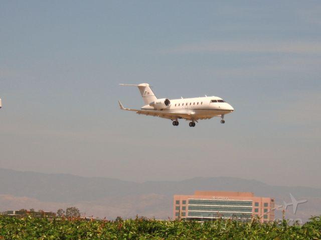 Canadair Challenger (N4AS) - Landing on RWY 19R