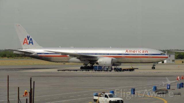 Boeing 777-200 (N753AN)