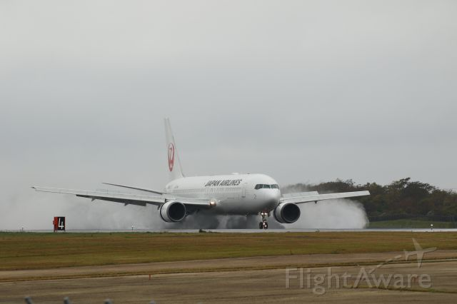 BOEING 767-300 (JA659J) - October 07th 2017:HND-HKD.