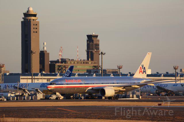 Boeing 777-200 (N758AN)