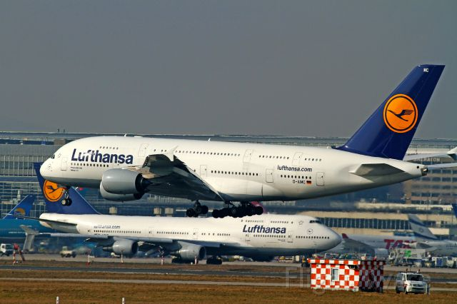 Airbus A380-800 (D-AIMC) - double LH