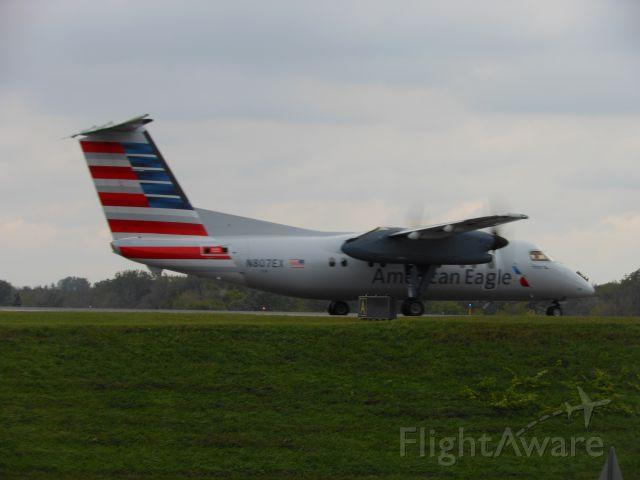 de Havilland Dash 8-200 (N807EX)