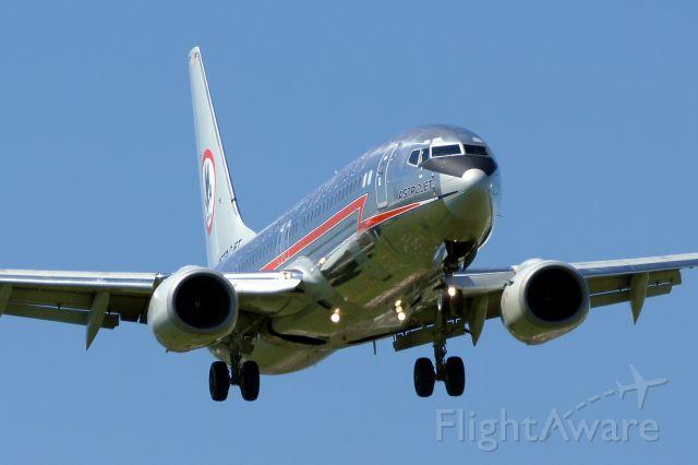 Boeing 737-800 (N951AA) - 12R approach.