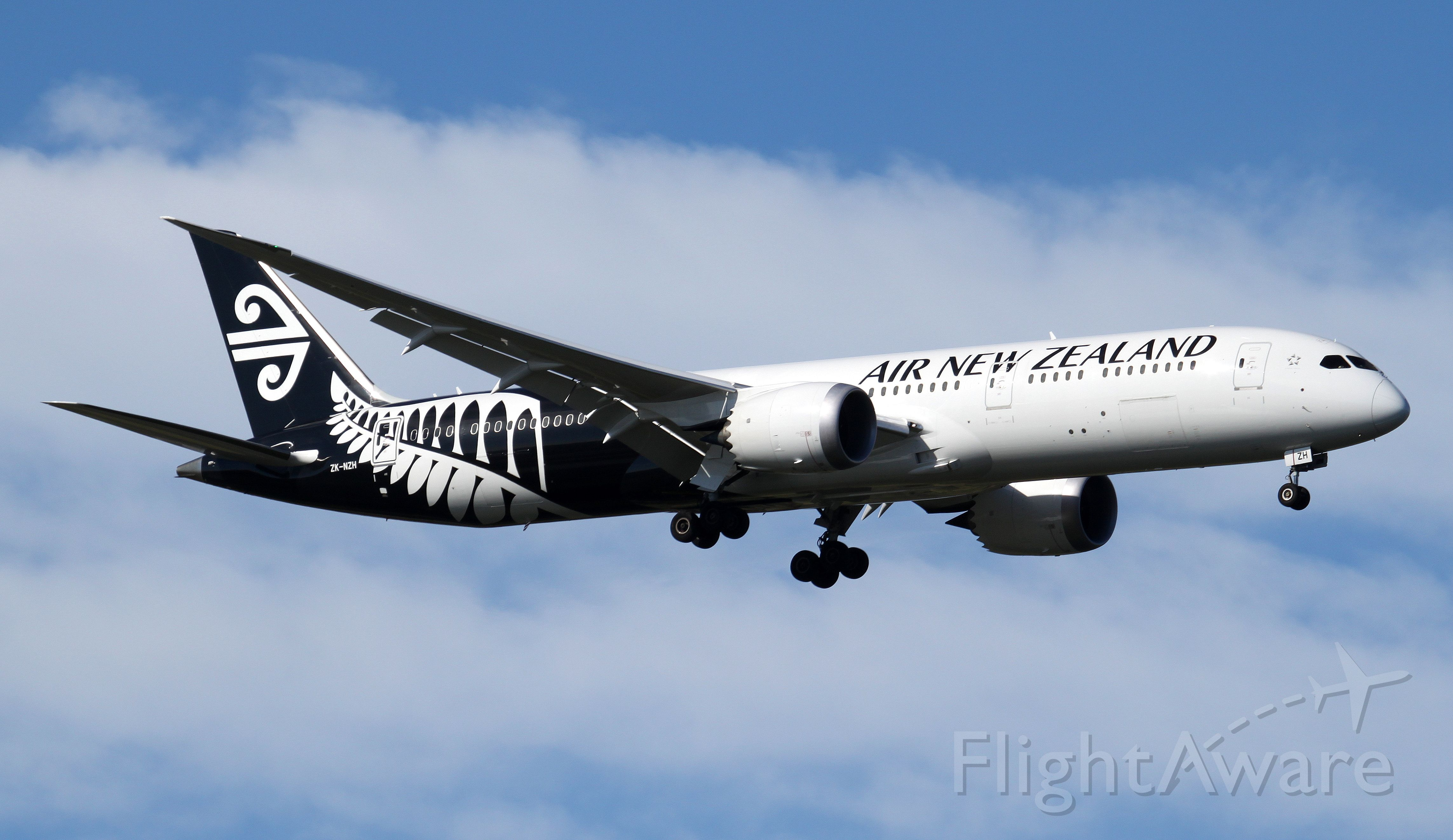 ZK-NZH — - Short Final To Rwy 25
