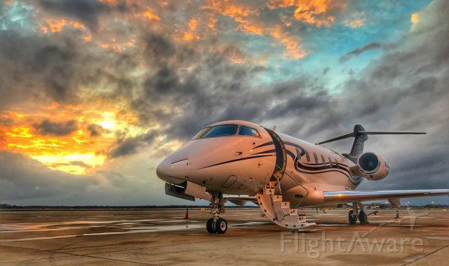 Bombardier Challenger 300 (N332AR)