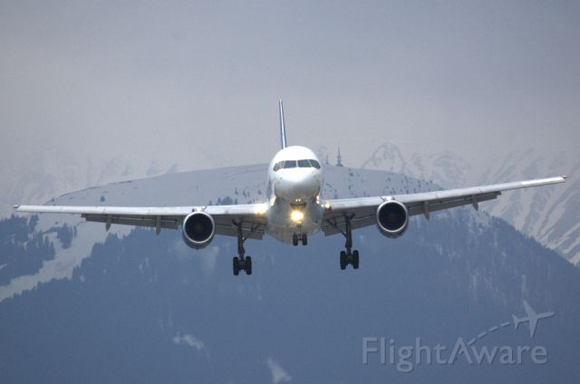 Boeing 757-200 (G-FCLJ) - landing runway 08 at Innsbruck