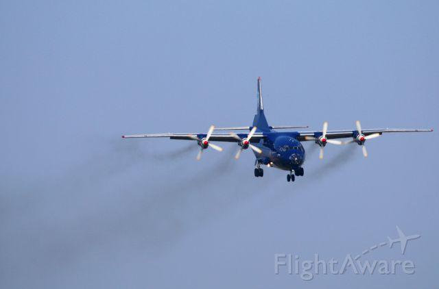 Antonov An-12 (UR-CNT)