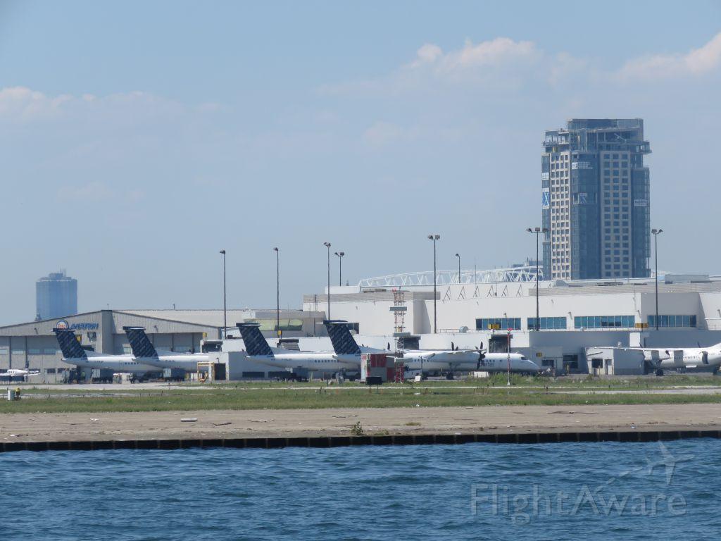 de Havilland Dash 8-400 (C-GLQL)