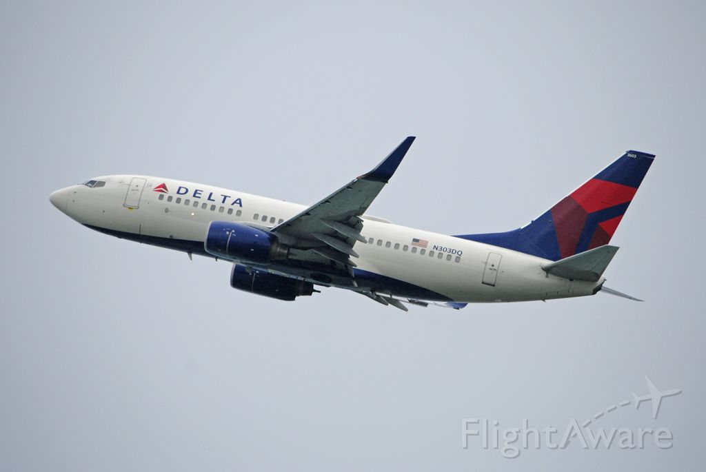 Boeing 737-700 (N303DQ) - Departing back to Atlanta.<br /><br />5/14/2020