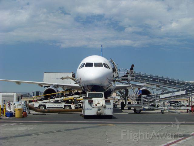 Airbus A320 (N729JB)
