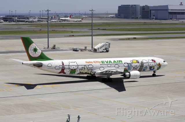 Airbus A330-300 (B-16331) - Taxing at Haneda Intl Airport on 2012/07/10 Hello Kitty c/s""