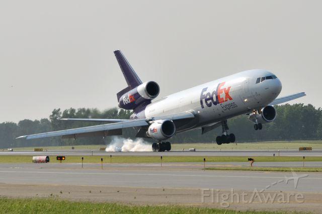 McDonnell Douglas DC-10 (N368FE) - Landing on RWY 12R in 40 knot crosswinds.