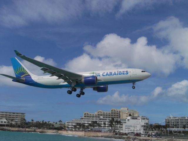 Airbus A330-300 (F-OFDF) - Air Caraibes landing in SXM