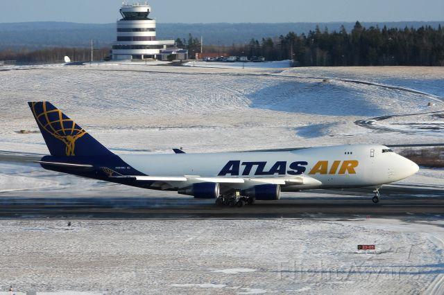 Boeing 747-400 (N497MC)