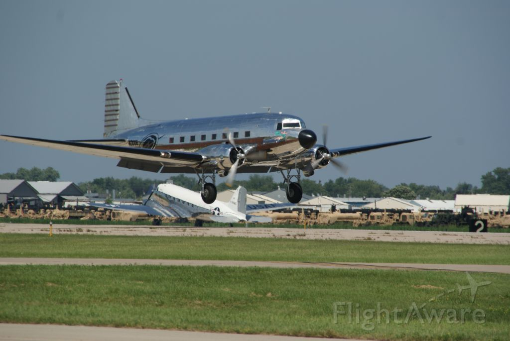 Douglas DC-3 (N3006)