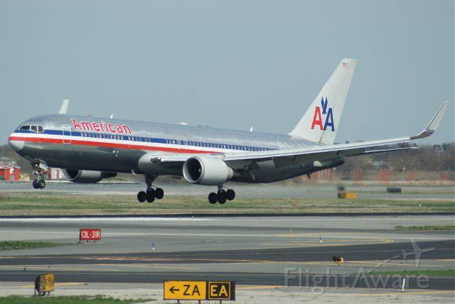 BOEING 767-300 (N399AN)