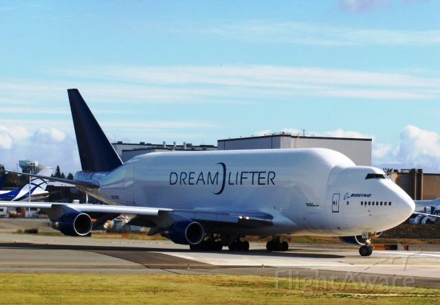 Cessna Skyhawk (N747BC) - Boeing Dreamlifter N747BC Taxiing & departure from Boeing Everett Facility/Paine Field, Snohomish county Airport Oct 17, 2012