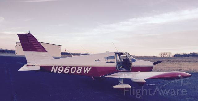 Piper Cherokee (N9608W)