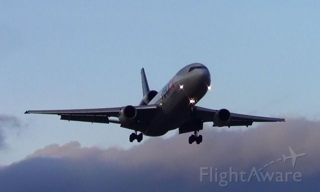 McDonnell Douglas DC-10 — - Love the three-holers! :)